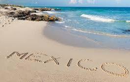 Letras de Mexico en la arena costera