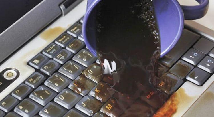 Descubre qué hacer si se derrama agua en tu laptop