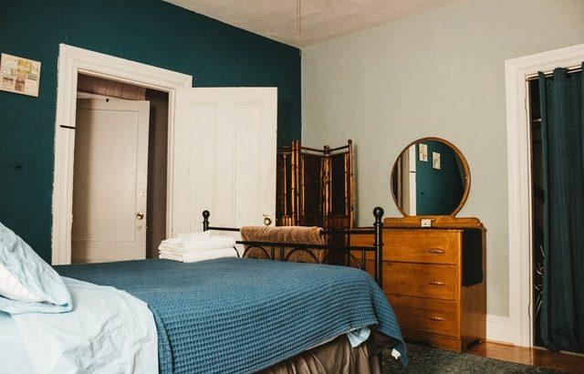 Descubre cómo arreglar una cama rechinante y olvídate del ruido