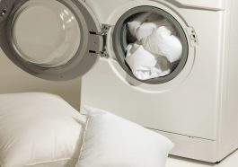 almohadas dentro de lavadora
