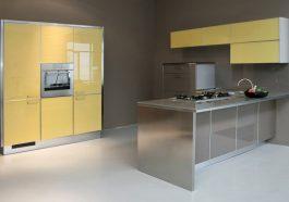 cocina nueva con gabinetes amarillos
